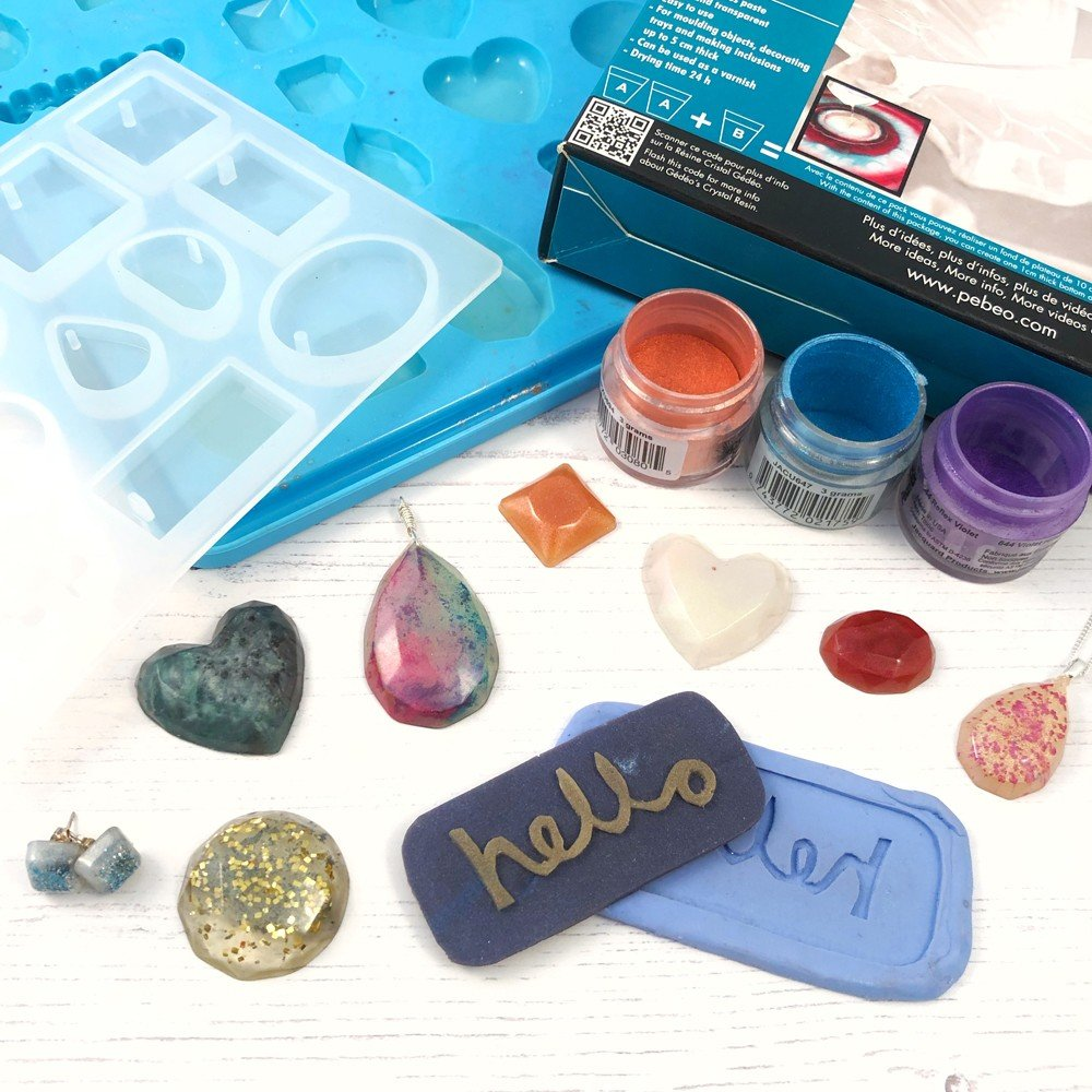 Make resin jewellery in this resin jewellery workshop