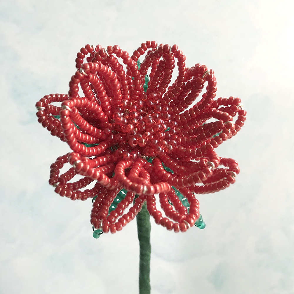 Beaded Gerbera daisy - pattern by Lesley Belton